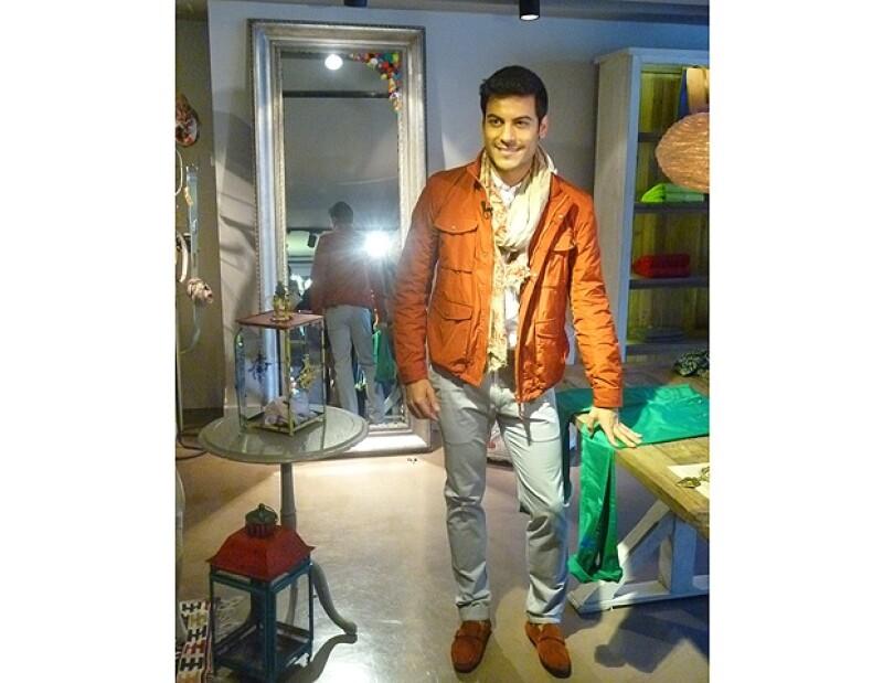 Adolfo Domínguez es la marca que se encarga de vestir a Carlos Rivera.