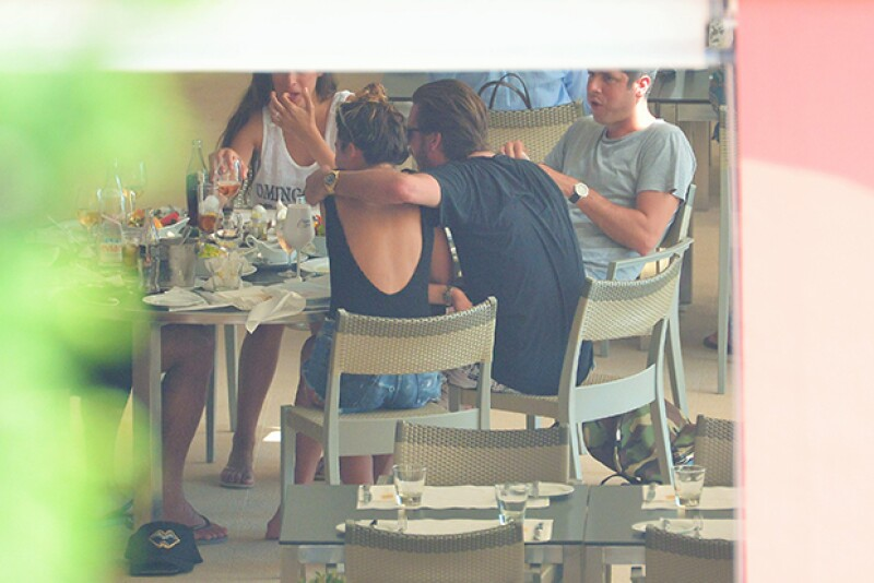 La pareja de Kourtney Kardashian fue visto acariciando a la fashion stylist Chloe Bartoli en sus recientes vacaciones.