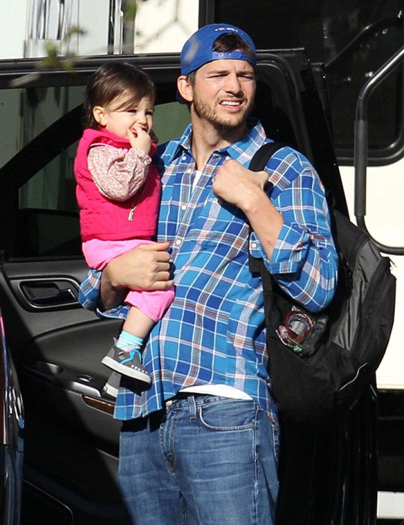 Como buen papá, el actor llevó a la pequeña de un año a visitar a Mila mientras graba la película 'Bad Moms'.