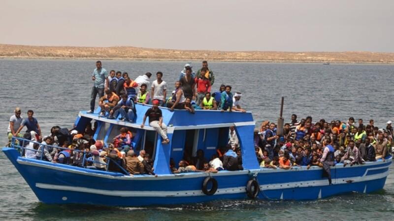 bote de migrantes mediterraneo