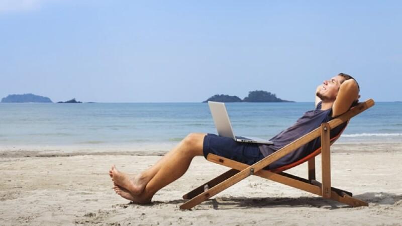 trabajo en la playa fuera de la oficina