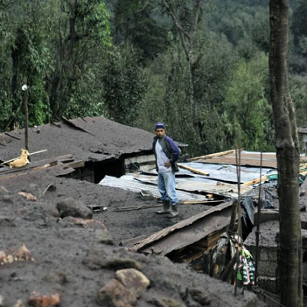 Casa llena de cenizas por el volcan pacaya