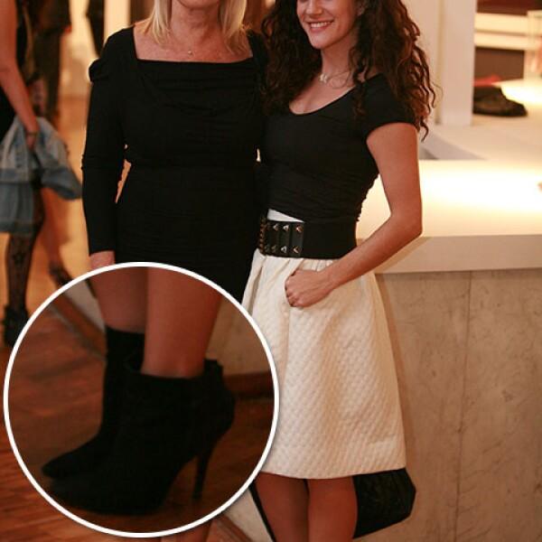 Francesca Ronci con unos en gamuza negra.
