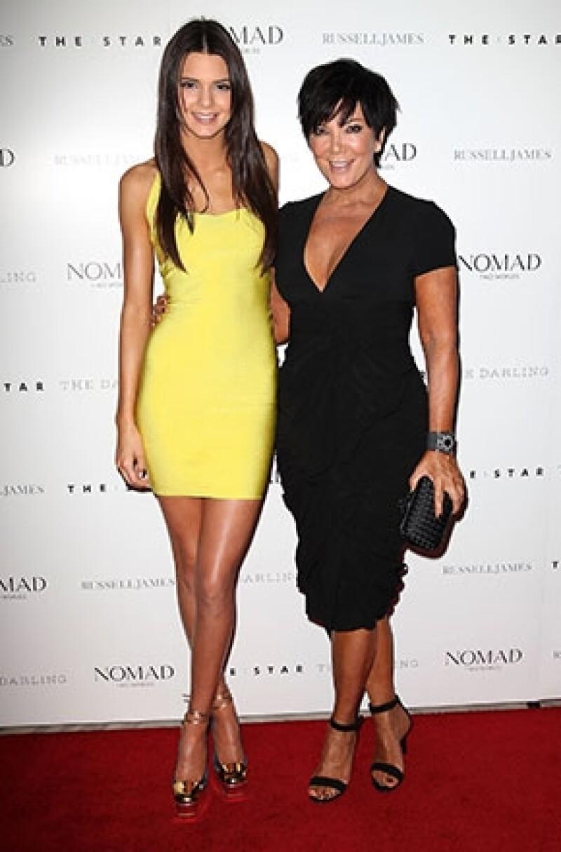 La matriarca del clan Kardashian defiende a su hija de los rumores que afirman que le aventó dinero a la cara a una mesera.