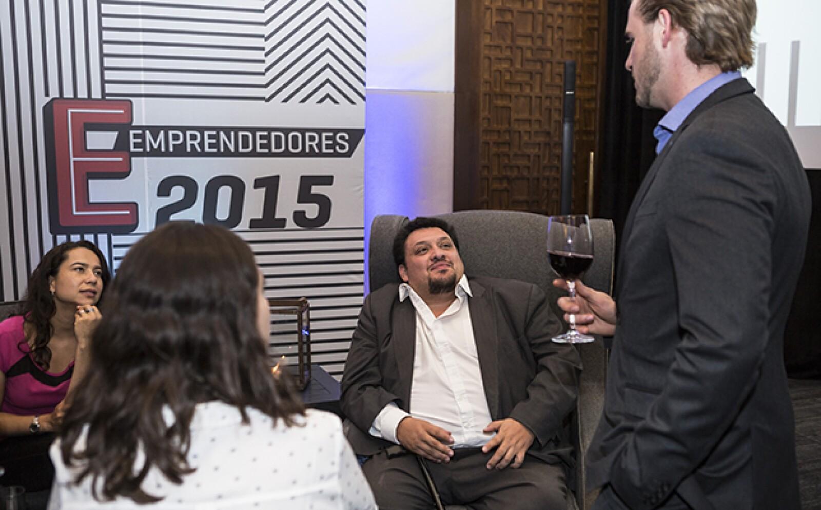 La generación 2015 tendrá acceso a más de 50 aliados de Expansión como mentores, jueces y emprendedores de otras generaciones que forman parte del ecosistema emprendedor. Ulises Bacilio de Grupo PTM, ganador en 2014, convive con un finalista.