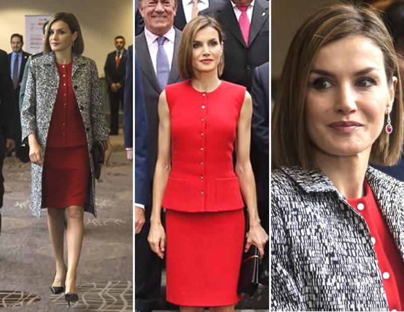 Cuando creímos que la reina sólo llevaría piezas de Felipe Varela a las reuniones oficiales, sorprendió con un conjunto de Nina Ricci. Por su parte, la primera dama volvió a confiar en Benito Santos.