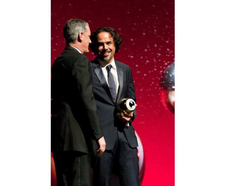 Recibe Golden Eye Award por trayectoria, prepara tres proyectos cinematográficos.