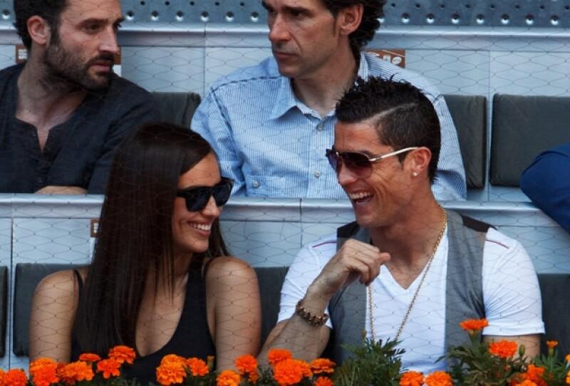 La guapa modelo, novia del afamado futbolista confesó en una entrevista que no siempre está de humor para las efusivas muestras de cariño de Ronaldo y aseguró que a él no le molesta.