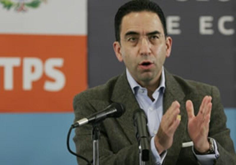 Javier Lozano dio un día más de plazo para que ex electricistas cobren su liquidación con un bono adicional. (Foto: Archivo Notimex)