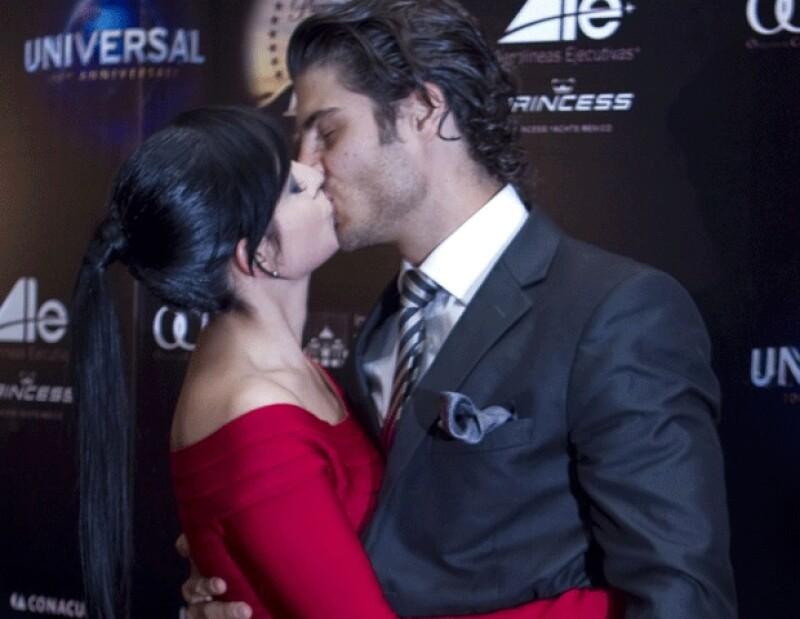 El actor y cantante contó que al recibir la noticia de que su hermana estaba embarazada lloró de la emoción. Él y su esposa Ximena Herrera esperarán para ser papás.