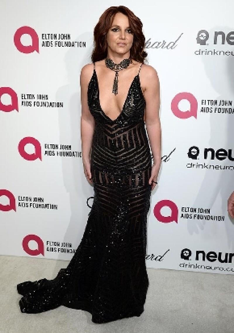 La cantante se vio obligada a abandonar rápidamente el evento de Elton John al sufrir un ataque que la dejó temporalmente sin respiración.