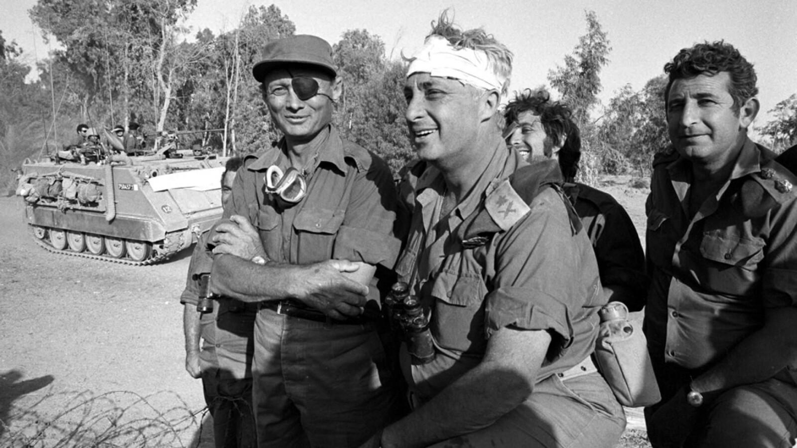 sharon con una venda en la cabeza durante la guerra de yom kipur