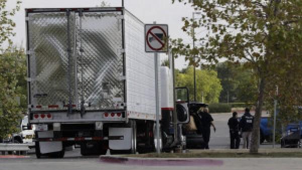 Abandonan a inmigrantes en trailer, hay nueve muertos