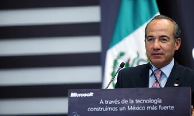 Felipe Calderón participó en una comida con motivo de los 25 años de Microsoft en México. (Foto: Notimex)
