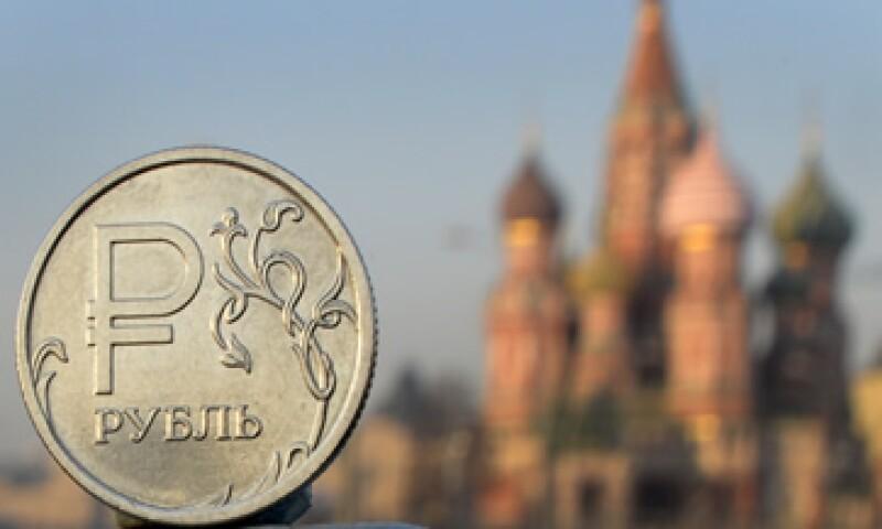 La situación económica de Rusia se agravó también por la caída del rublo, que perdió un tercio de su valor frente al euro.  (Foto: AFP )