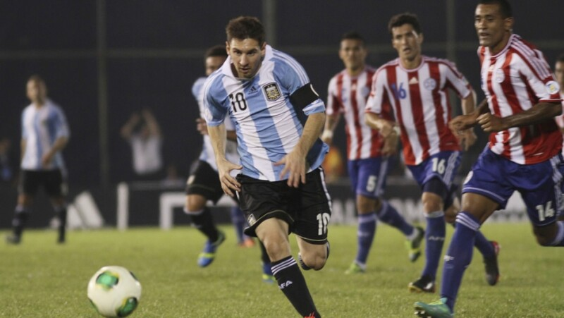 messi en un partido con la seleccion argentina