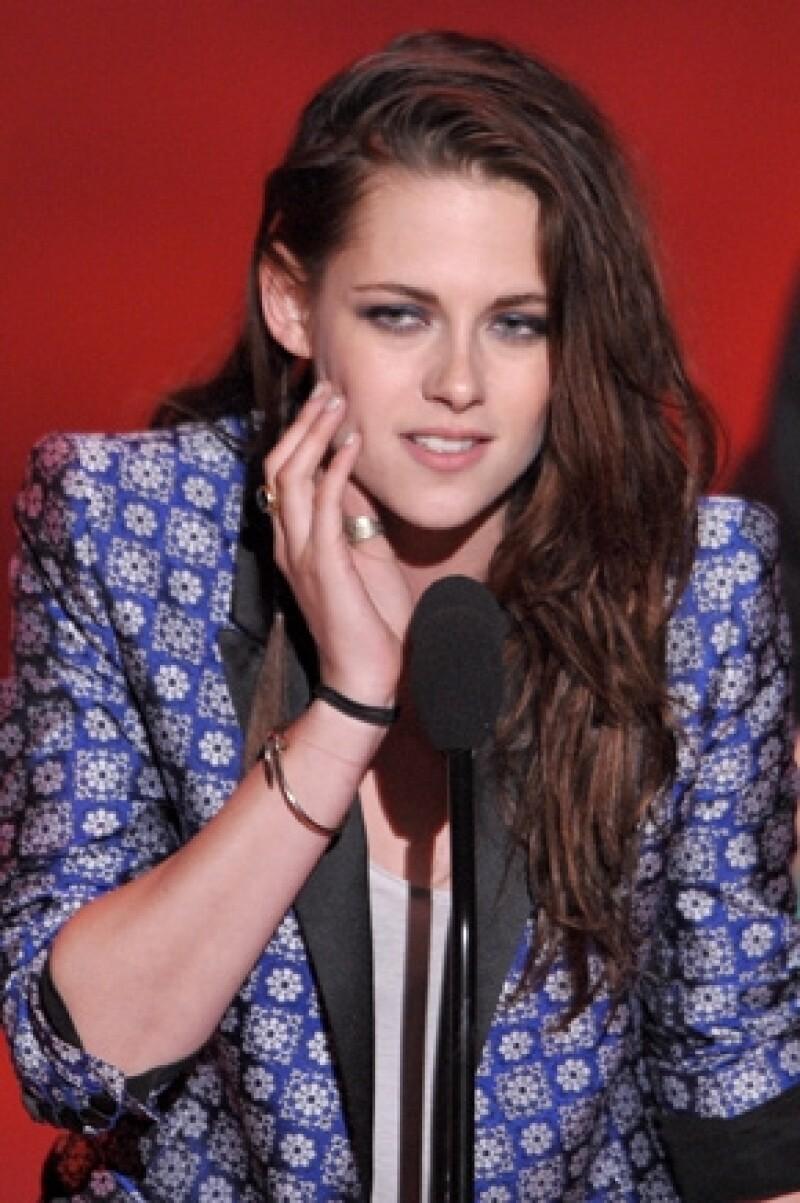 La actriz debía asistir a la alfombra roja de la promoción de &#39En el camino&#39 en Londres el 16 de agosto, pero prefiere no exponerse ante la prensa y con  Tom Sturridge, gran amigo de Robert. Pattinson