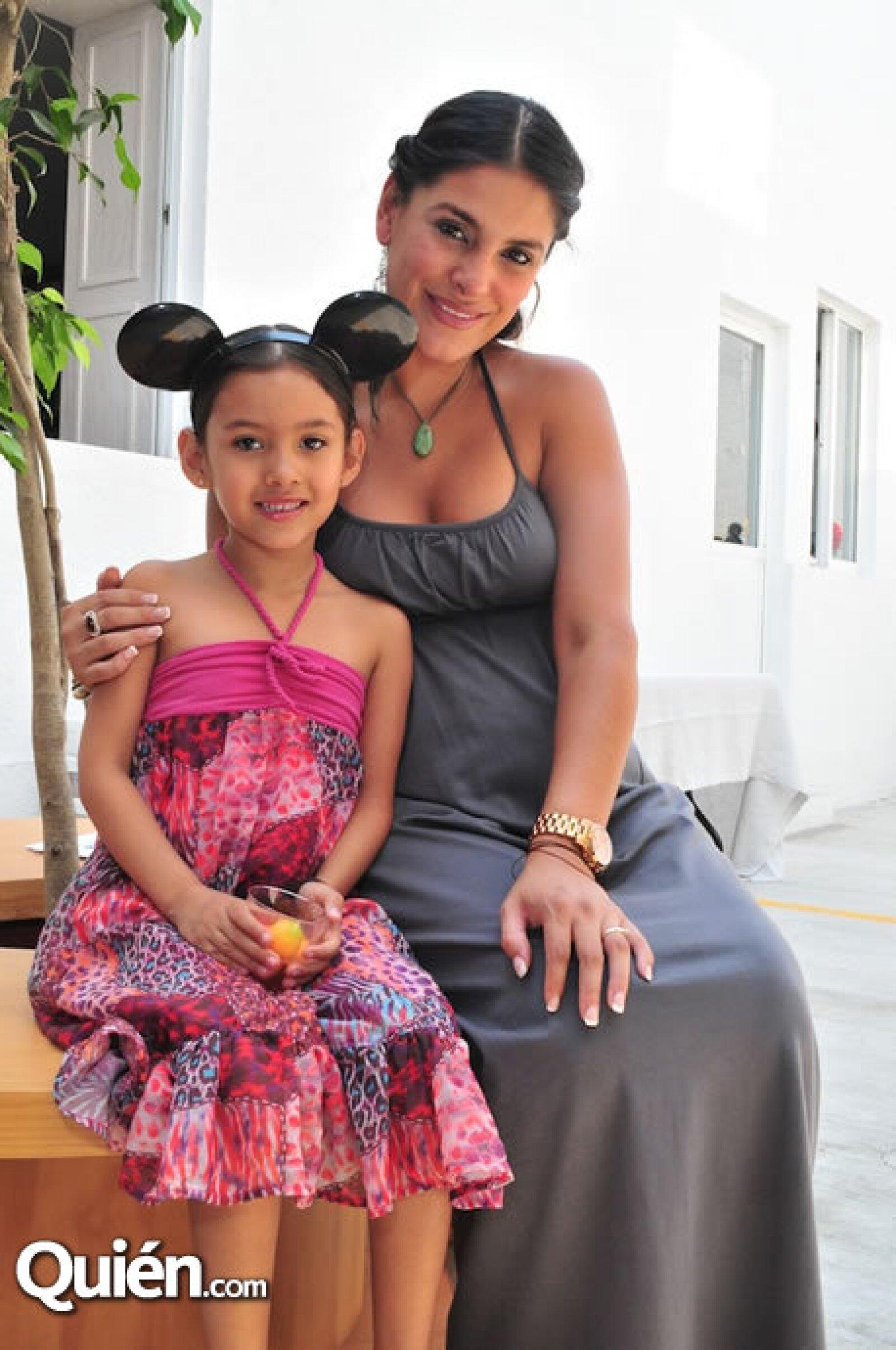 Liz y Amanda Gallardo