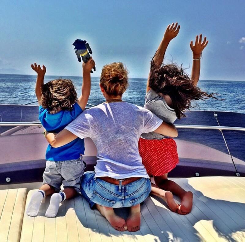 Sabrina y Matthew con mamá en sus vacaciones en Italia.