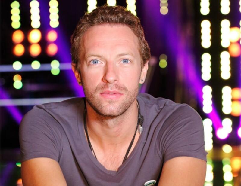 Con una exitosa carrera al frente de Coldplay, el cantante se integra al reality show como asesor en el popular concurso.