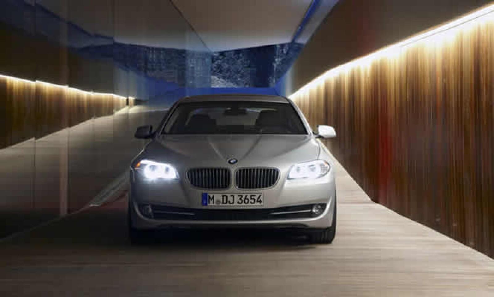 Llego a nuestro país el BMW Serie 5 Gran Turismo, un vehículo diseñado para quienes buscan un automóvil espacioso, con lujo y gran espacio interior.