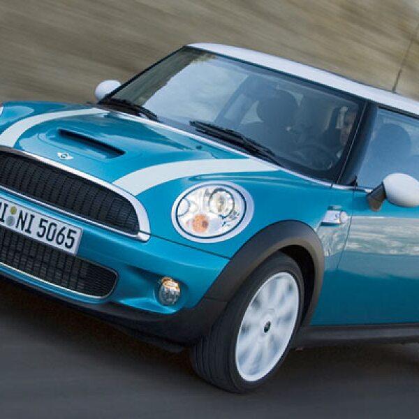 La tercera posición la ocupa el Mini, con 475 unidades vendidas en el primer semestre de 2011, es decir un aumento de 11.8% respecto a las 425 unidades del mismo lapso de 2010.