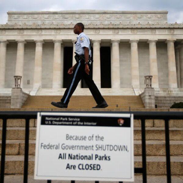 Casi un millón de trabajadores gubernamentales fueron enviados a sus casas sin goce de sueldo.