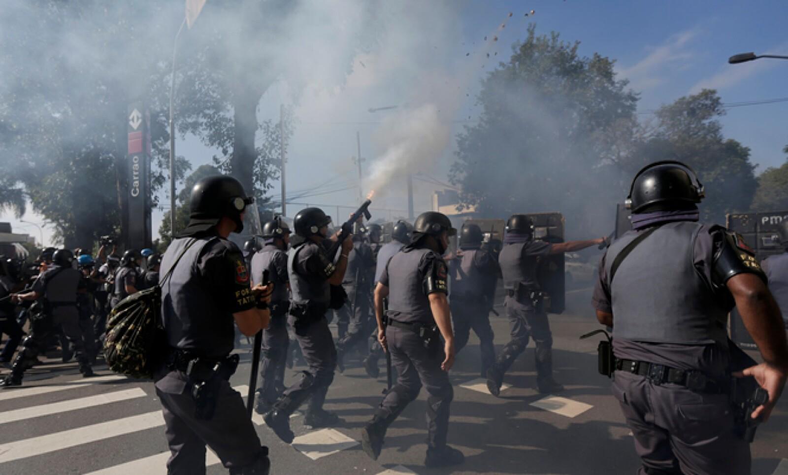 La policía brasileña usó gas lacrimógeno para dispersar al grupo.
