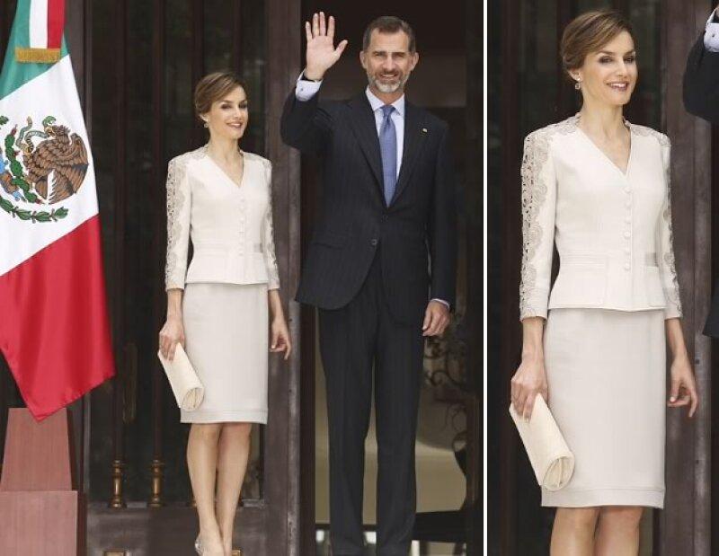 Letizia optó por un look de dos piezas y pelo recogido para la comida con el Presidente y su esposa.