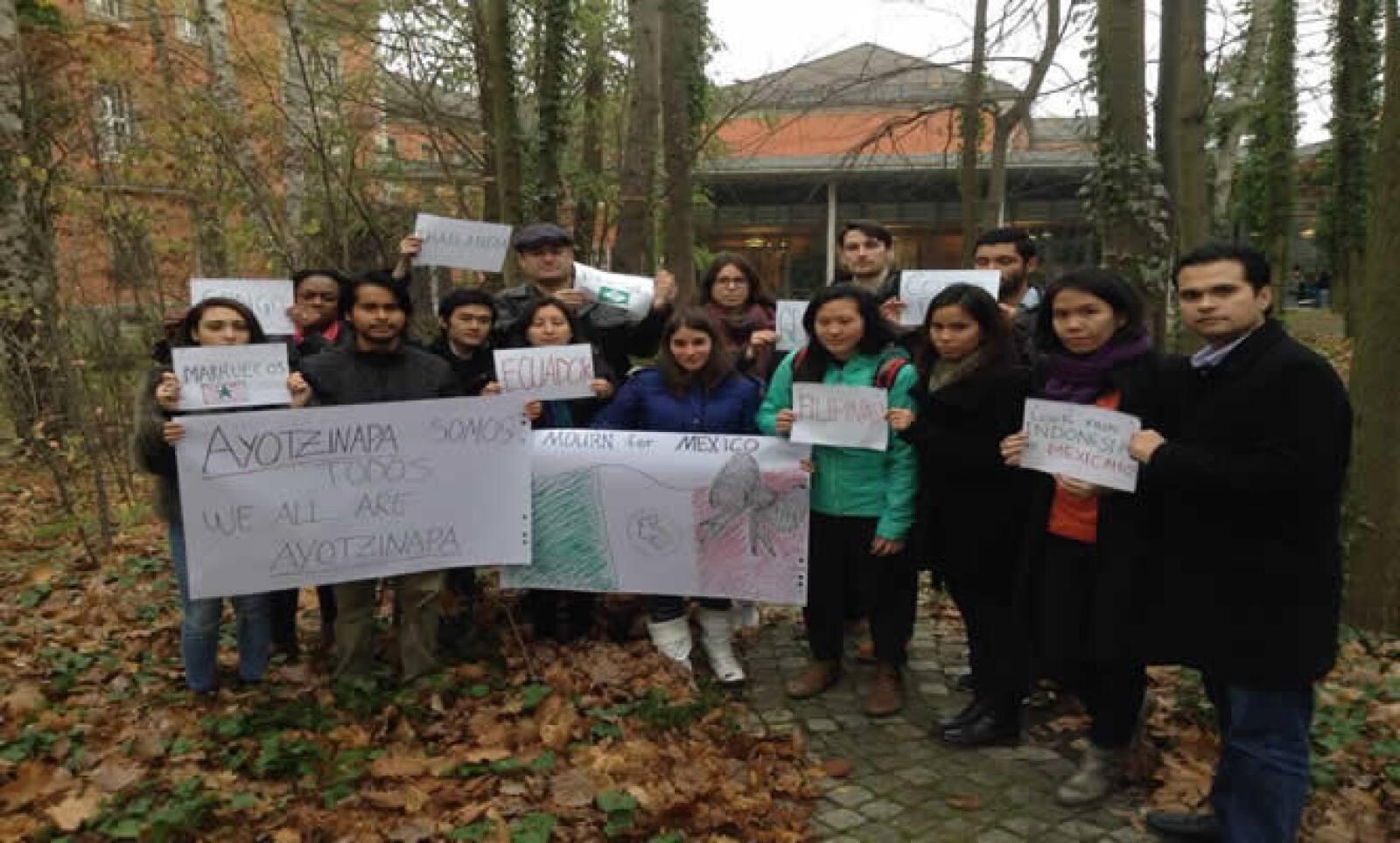 Estudiantes de ciencias sociales de la Universidad de Potsdam se manifiestan en la ciudad de Potsdam.