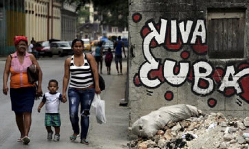 Las comunicaciones telefónicas entre EU y Cuba habían tenido que pasar por terceros países. (Foto: Reuters )