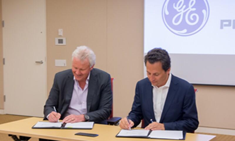 El CEO de GE Jeff Immelt y el director general de Pemex, Emilio Lozoya, firmaron el acuerdo. (Foto: Cortesía Pemex)