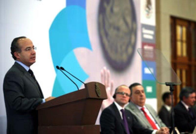 Calderón dijo que el reto en materia electoral es hallar un sistema de financiamiento libre de intereses particulares.  (Foto: Notimex)