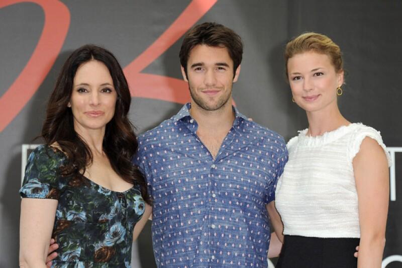 Madeleine Stowe con Joshua Bowman y Emily Vancamp, actores de Revenge.