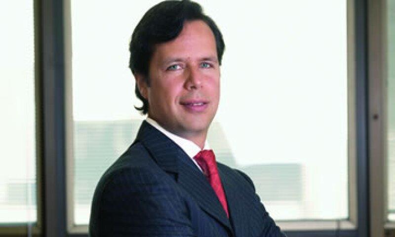 Guillermo Babatz explica que es necesario aumentar el ahorro formal y diversificar el financiamiento. (Foto: Adán Gutiérrez)
