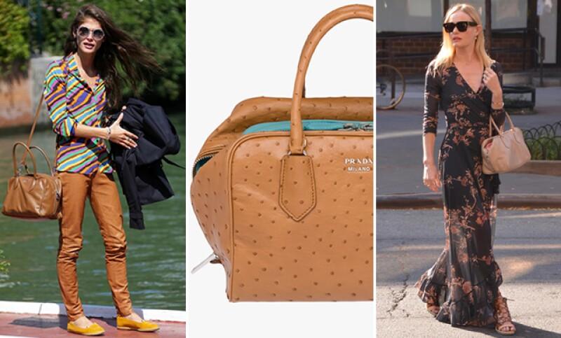 Elsa Sednoui y Kate Bosworth complementan su look casual con una Inside Bag en color café.