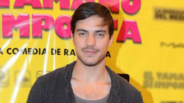 """Como buen """"hijo de tigre"""", el joven actor se prepara para probarse como el protagonista de una comedia romántica en la que interpreta a un galán que termina enamorado de Ximena Ayala."""