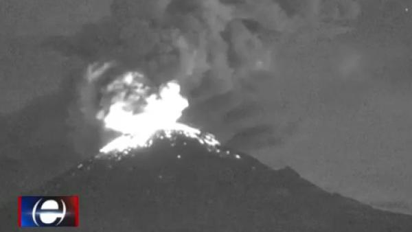 El Popocatépetl se puso inquieto y lanzó rocas y ceniza