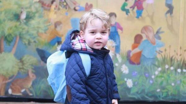 El príncipe George listo para su primer día de clases.