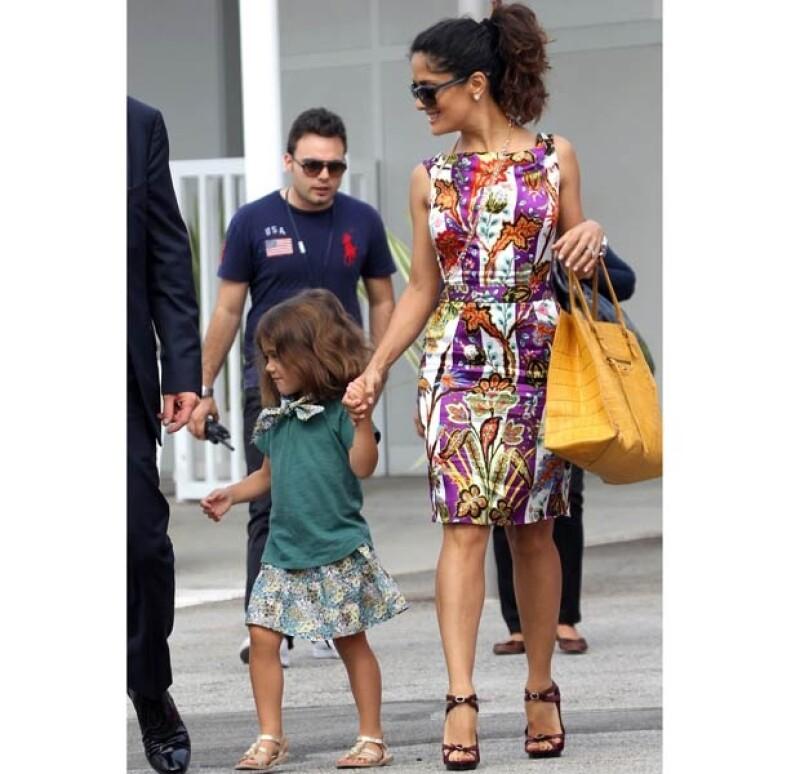 La actriz y productora se encuentra en la ciudad italiana junto con François-Henri Pinault y su hija, Valentina Paloma, y se encuentran ahí a propósito del Festival de Cine.
