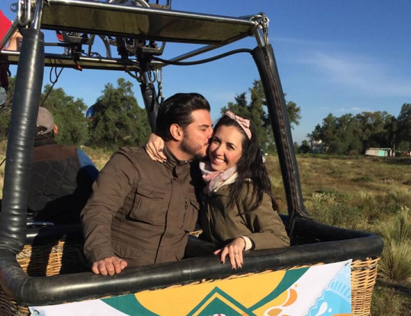 La actriz sorprendió a su esposo Héctor Salazar con un romántico viaje en globo, celebrando de manera muy especial su relación y seis meses de casados.