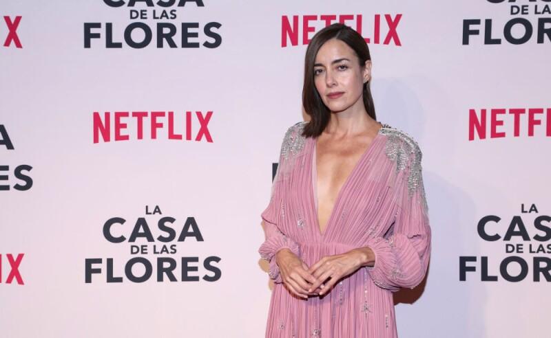 Cecilia Suarez en alfombra roja de La Casa de las Flores