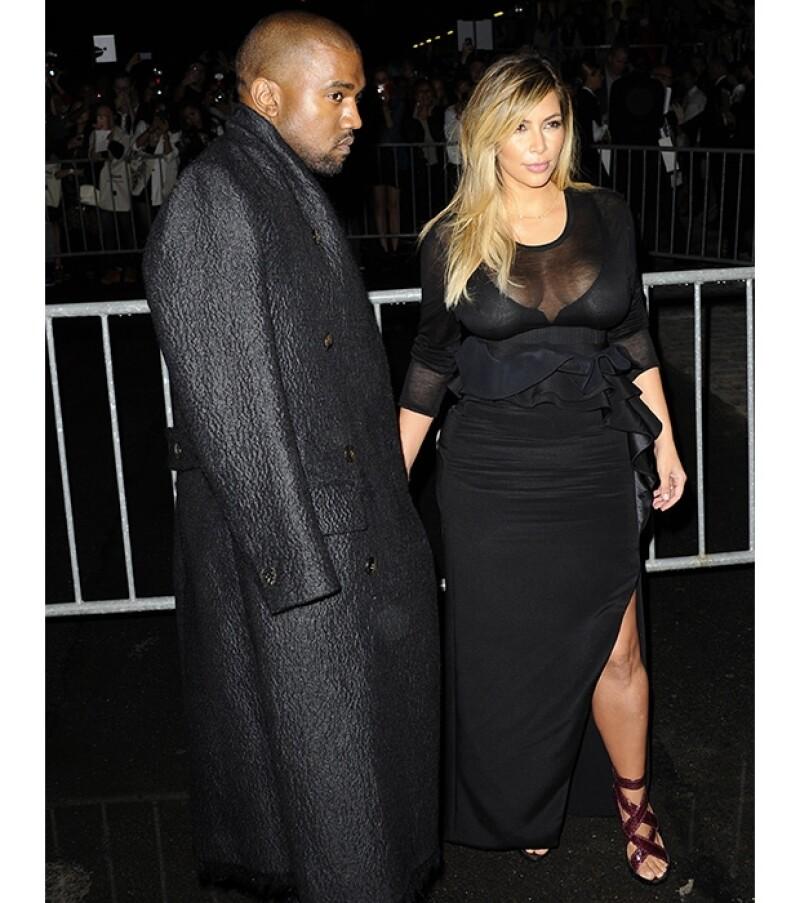 La socialité y el rapero acudieron al show de Givenchy en la Semana de la moda en París. Es la primera vez que vemos la silueta entallada de Kim después de haber tenido a North West.