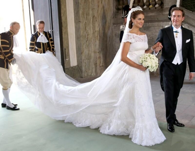 Las cola del vestido midió cuatro metros.