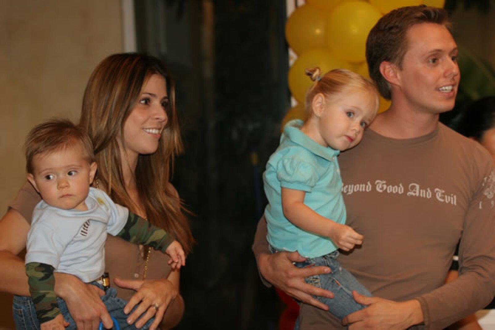 Aquí en brazos de su papá Juan Carlos.