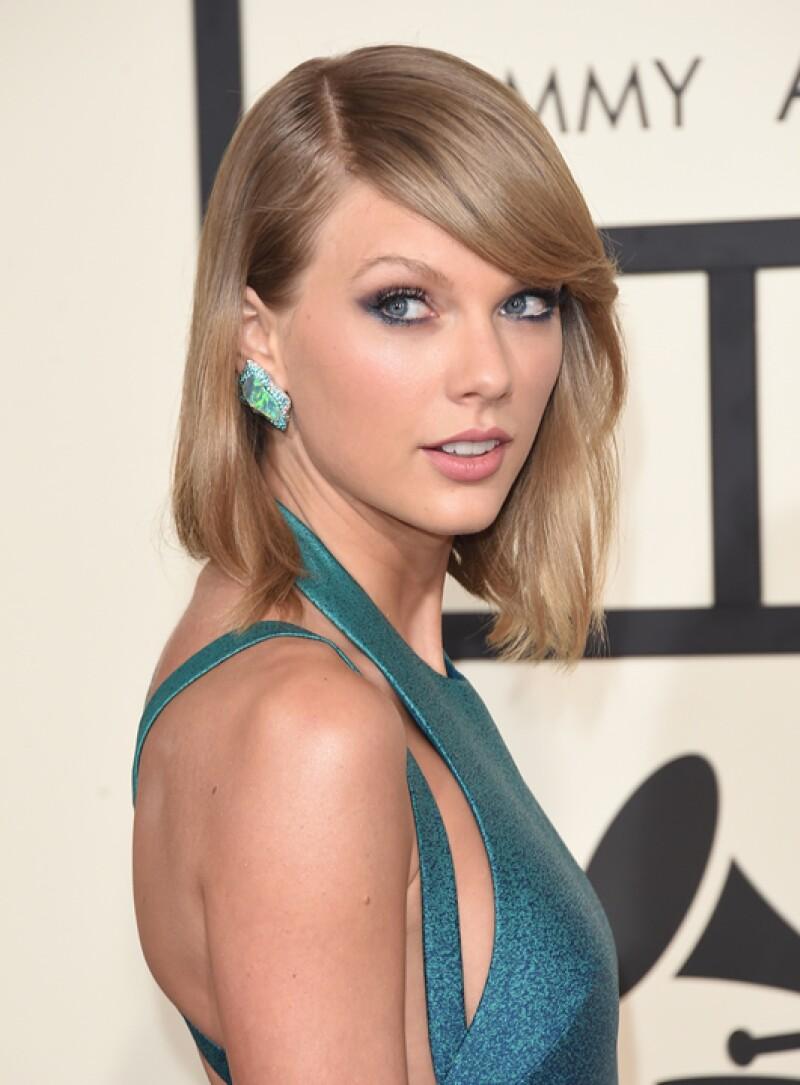 Aunque Taylor Swift siempre sorprende con looks diferentes, la hemos visto en diversas ocasiones con smokey eyes. Y es que con esos ojos, ¿qué mejor manera para remarcarlos?