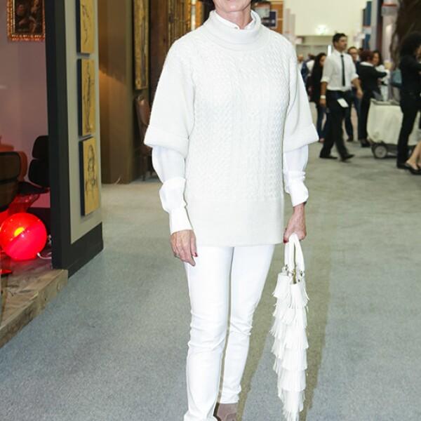 Gaby Vargas utilizando varias tendencias en cuanto a color y mezcla de prendas en Zona Maco.