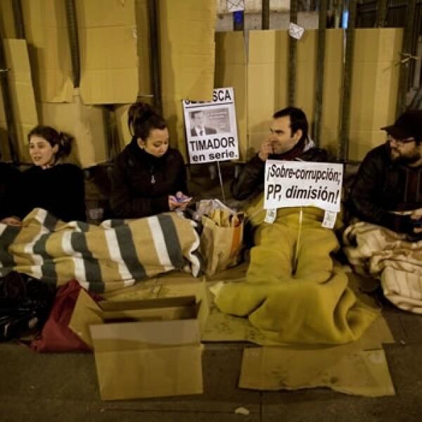 protesta en la puerta del sol por escandalos de corrupcion