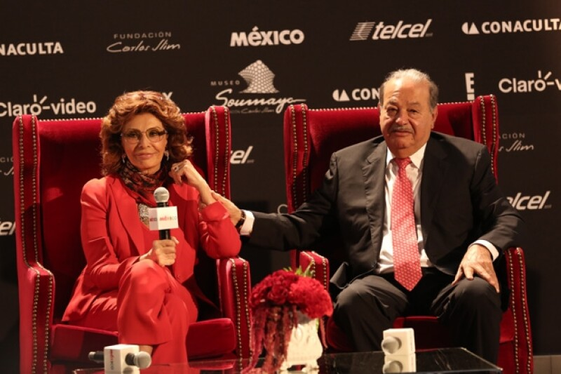 Sophia Loren fue recibida por Carlos Slim en las instalaciones del museo Soumaya.
