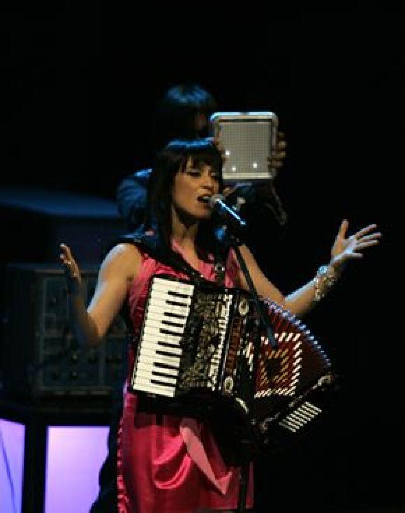 La cantautora mexicana participará en el espectáculo en honor al ganador de 2008.